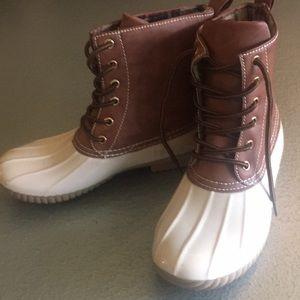 Yoki boots NWT